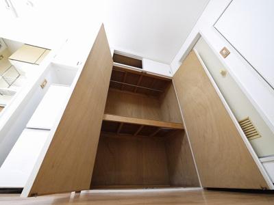 お風呂には洗面台もついてます。