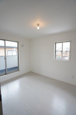 6帖 風通しも良く、清潔感のあるお部屋です。
