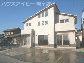 羽島市上中町 中古住宅 駐車スペース並列4台可能 吹き抜けのあるリビング23帖!全てがゆったりサイズ