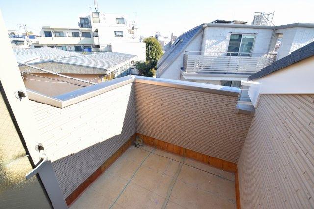 屋上のルーフバルコニーも標準装備。