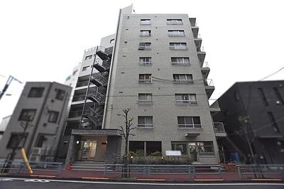 総戸数35戸、鉄骨鉄筋コンクリート造8階建てのマンションです。