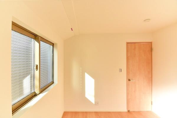 窓が大きく、明るいお部屋です!