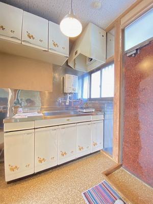 換気のできる窓のあるキッチンはガスコンロ設置可能☆ご自身でお好きなタイプのガスコンロをご用意いただけます!