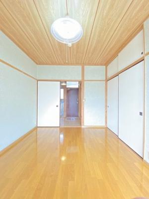 クローゼットのある南東向き洋室6帖のお部屋です!お洋服の多い方もお部屋が片付いて快適に過ごせますね♪