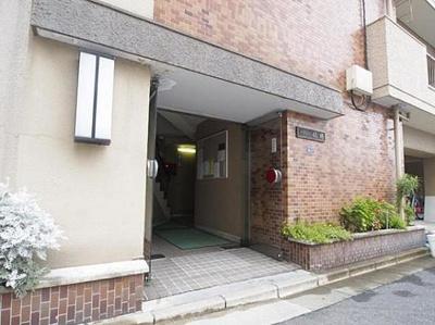 総戸数32戸、鉄筋コンクリート造の地上11階建マンション。
