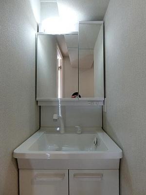 洗面所リノベーション済、清潔感あふれる水廻りです。