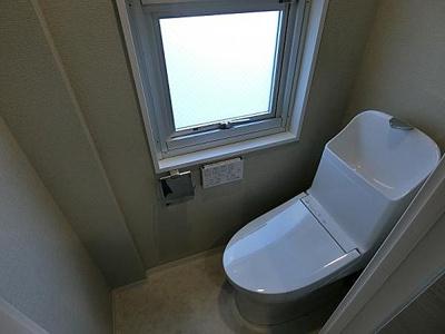トイレリノベーション済、採光があり明るい空間です。