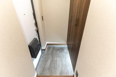 すっきりさせたい玄関回りも収納完備です。