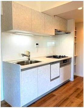 使いやすいキッチンです 浄水器・食器洗浄機・キッチン横には便利な収納棚付き