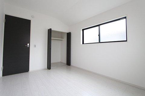 広くて明るい寝室:建物完成しました♪毎週末オープンハウス開催♪三郷新築ナビで検索♪