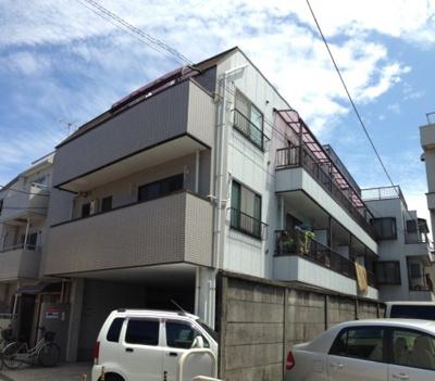 建物1階部分が駐車場となっております