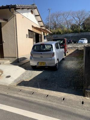 お車はこのように2台縦列駐車で停められます