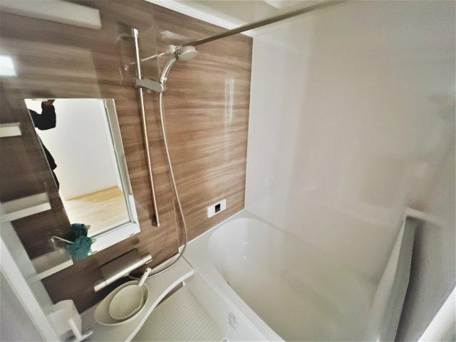 バスルームは浴室乾燥機・追い焚き機能つきで快適です 花粉の季節もいつでも洗濯OK