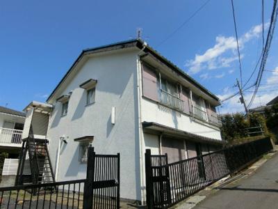 小田急線「玉川学園前」駅より徒歩8分!駅前にスーパー・コンビニ・ドラッグストアがあり便利な立地の2階建てアパートです♪