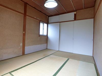 天袋付き押入れのある南西向き和室6帖のお部屋です!押入れは収納力があり荷物の多い方も安心です☆