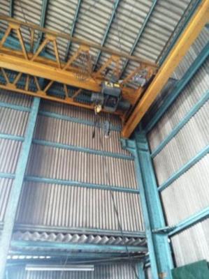 天井クレーン2基(1t、2.8t)