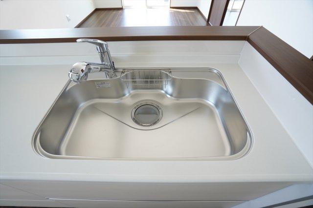 広いシンクで洗い物もはかどります。