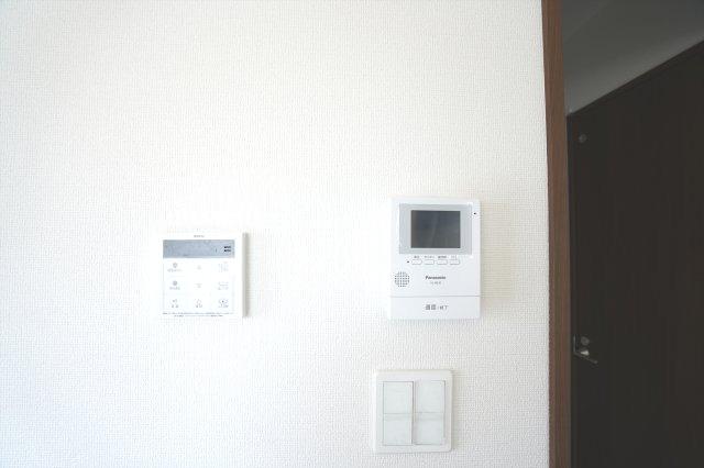 来客がきたらモニターで確認することができ防犯面も安心です。