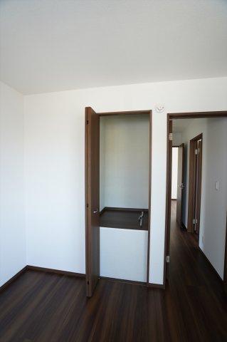 2階6帖 季節物の家電等収納するのに便利です。