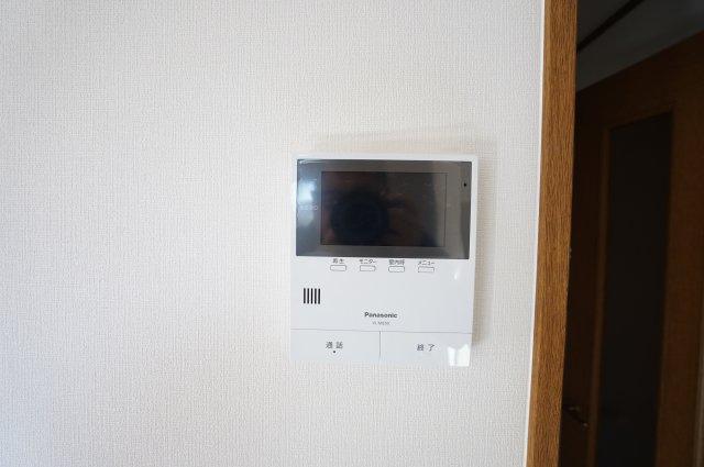 訪問者をTVモニターで確認できます。防犯面も安心ですね。