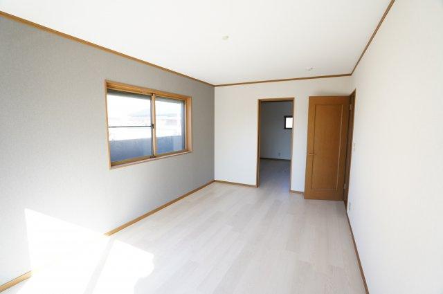 1階 広~い寝室です。ウォークインクローゼットがあるお部屋です。