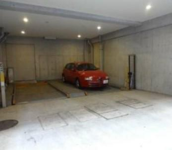 メゾン・ド・ヴィレ日本橋中洲の駐車場です。