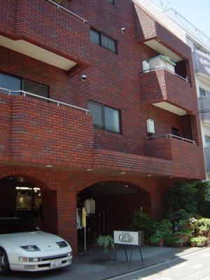 赤レンガ色の外壁タイル張り 1階の奥のお部屋です。