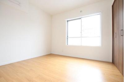 約5.5帖の洋室です。子供部屋にもちょうどよい広さです。