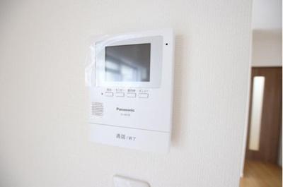 室内で来客確認できるTVモニター付きインターホン。