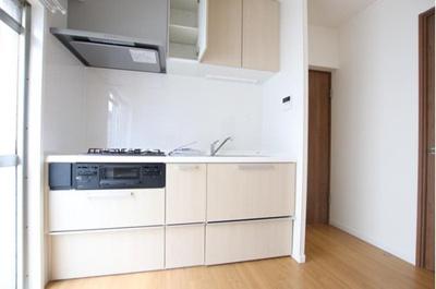 キッチン新規交換済みできれいです。