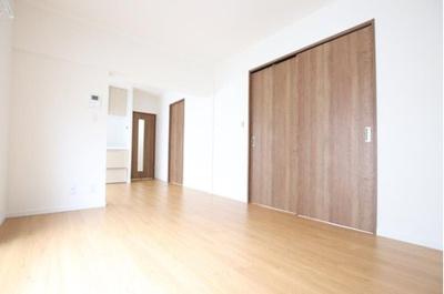 約11帖のLDK、全居室収納で使いやすい設計です。