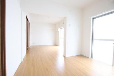 奥行きがあり家具を配置しても十分な広さです。