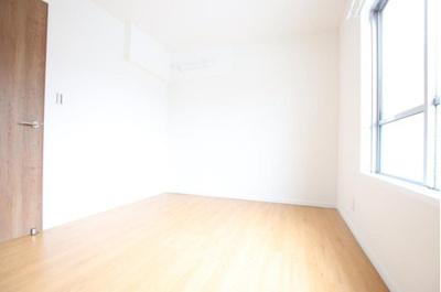 全室窓付きで明るい採光がお部屋に降り注ぎます。