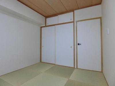 あると嬉しい趣ある約6帖の和室です。