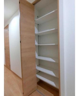 便利な可動棚がございます。