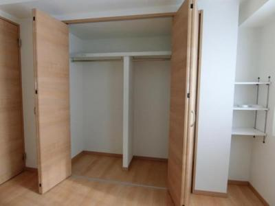 サービスルームにはクローゼットもあり居室としても十分ご活用いただけます。