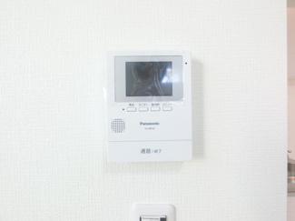 モニタ付インターフォンでセキュリティも安心。
