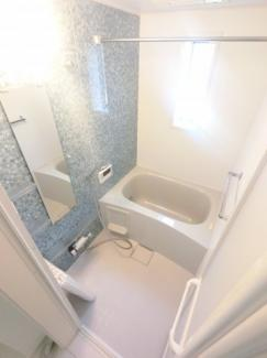 きれいでゆとりのあるバスルームです。