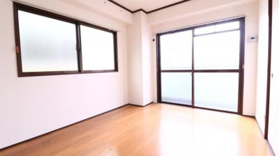 【寝室】プラスパラス・ヒラノ
