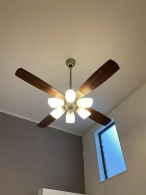 シーリングファンライト付き♪入居当日から明るいお部屋で過ごすことができますね☆