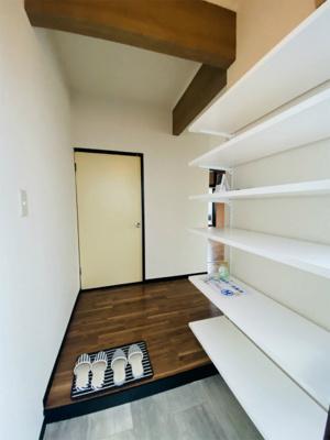 お部屋から玄関への景観です!玄関を入るとすぐにダイニングキッチンがあります☆