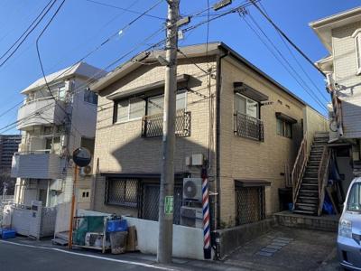 小田急小田原線「新百合ヶ丘」駅より徒歩9分!スーパーや銀行が近くて生活に便利な立地☆ペットOK♪猫ちゃん2匹までOKの2階建てアパートです☆