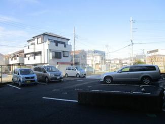 【駐車場】
