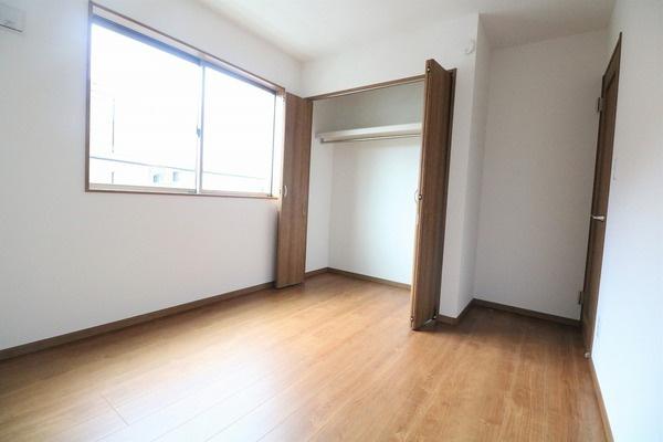 2階5.25帖洋室。お子様部屋にいかがですか♪