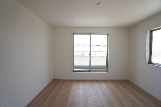 2階8帖 WICがあるお部屋です。