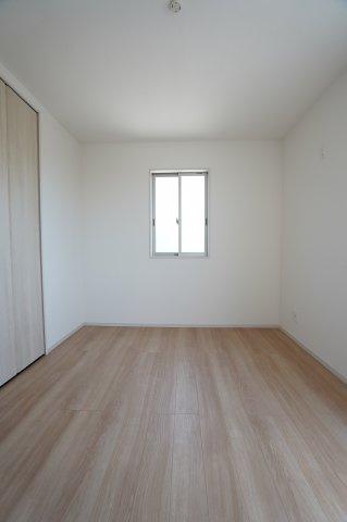 2階6帖 各居室シンプルな洋室で使いやすいです。家具のレイアウトも楽しみです。