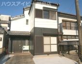 岐阜市鏡島西 中古住宅 中庭のある風情な作りです。お車スペース2台可能(車種による)システムキッチンの画像