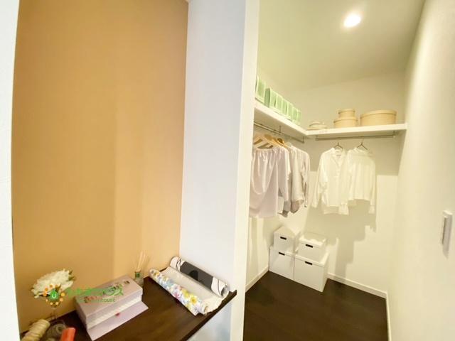 お洋服をたくさんお持ちの方も安心の収納量です!!