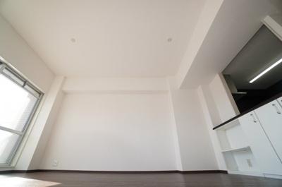 【家具の配置のし易さがポイント!】 リビングがびっくりする程広い訳ではないのですが、 間取と家具の配置次第で、余裕のあるリビングに 仕上がりそうです!