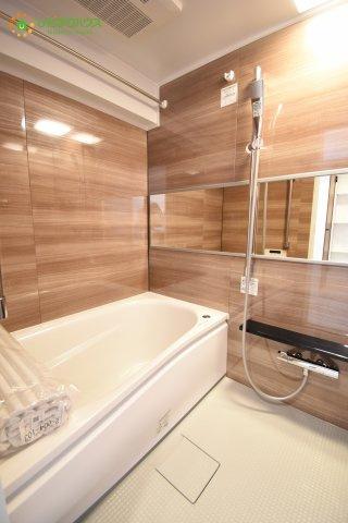 オシャレな浴室!毎日の入浴が楽しみになりそうです♪